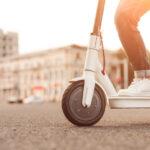 Een elektrische step als vervoermiddel